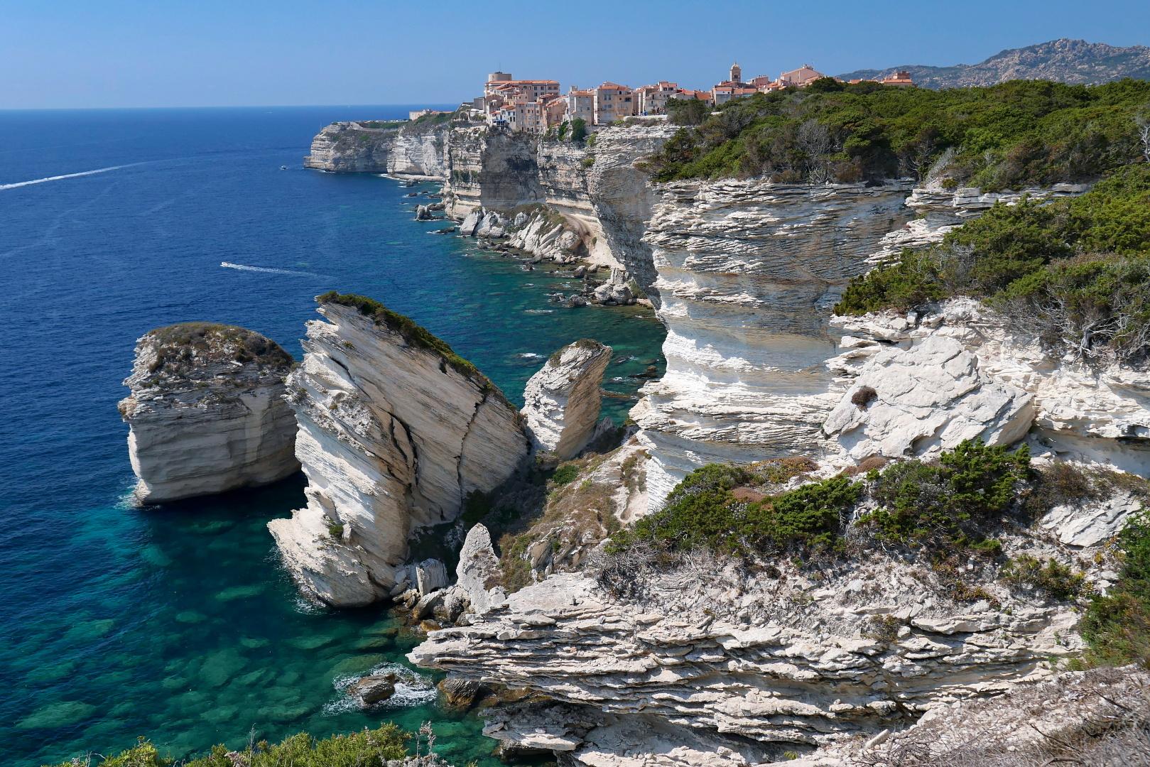 Korsika mnoha tváří – couchsurfing, svérázné obyvatelstvo, úchvatné hory i pobřeží